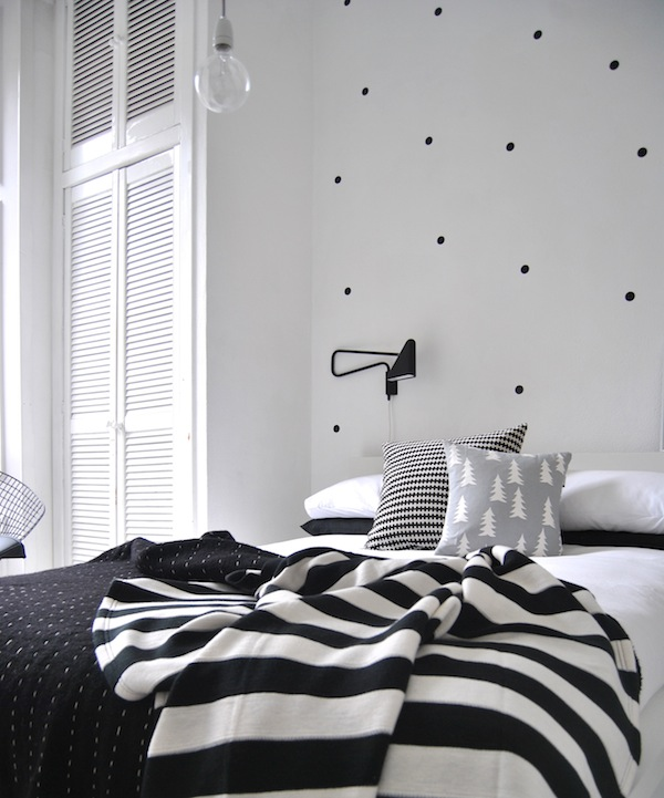 If it 39 s not baroque design trend polka dots for Polka dot living room ideas