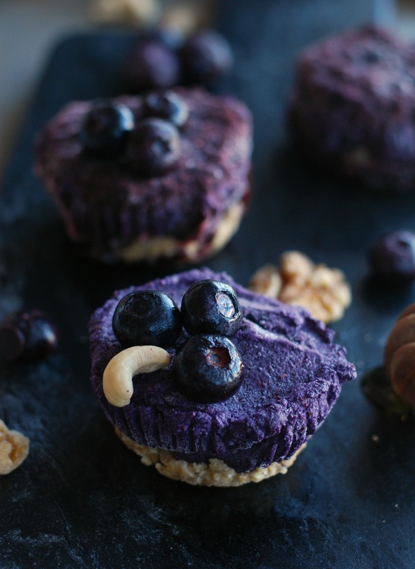 Mini blueberry cheesecakes (gluten free, no sugar added) - Minicheesecakes med blåbär (glutenfria, utan tillsatt socker)  //Baka Sockerfritt