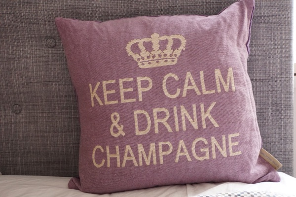 keep calm and drink champagne kudde