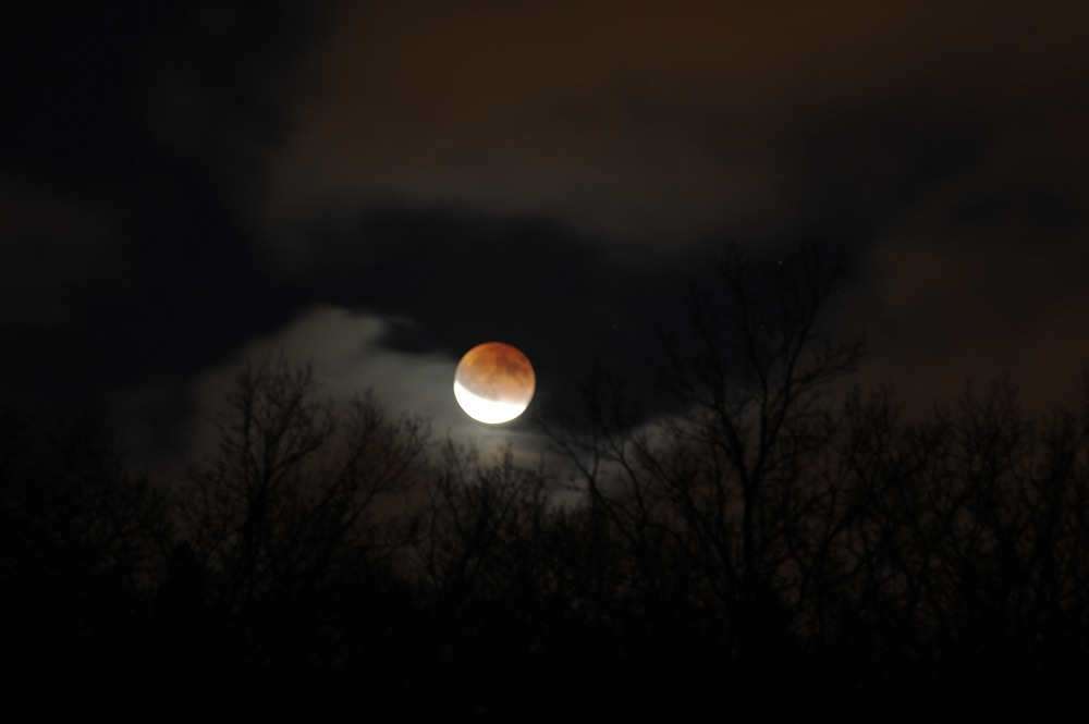 2011-12-10:011 Lunar Eclipse over Hansta by Magnus Norden