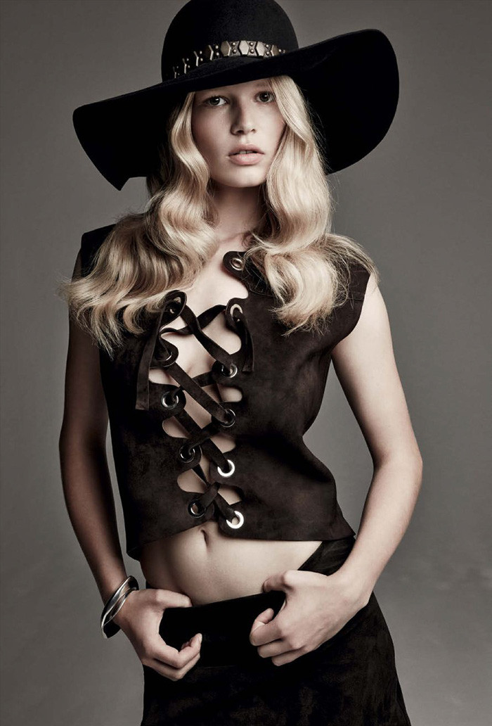 anna-ewers-patrick-demarchelier-vogue-march-11