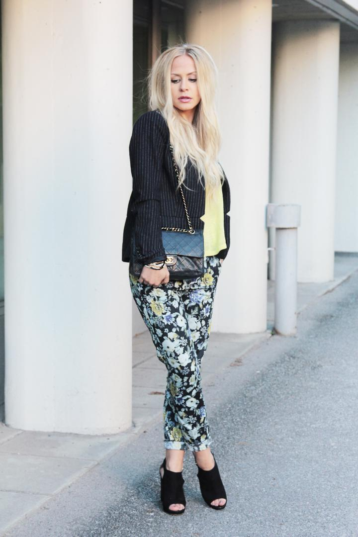 summer outfit inspiration flower print trousers