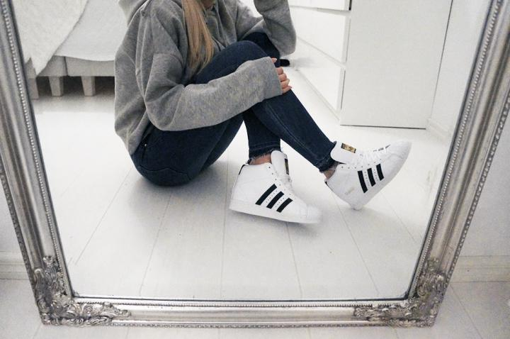 Adidas originals superstar white sneakers outfit