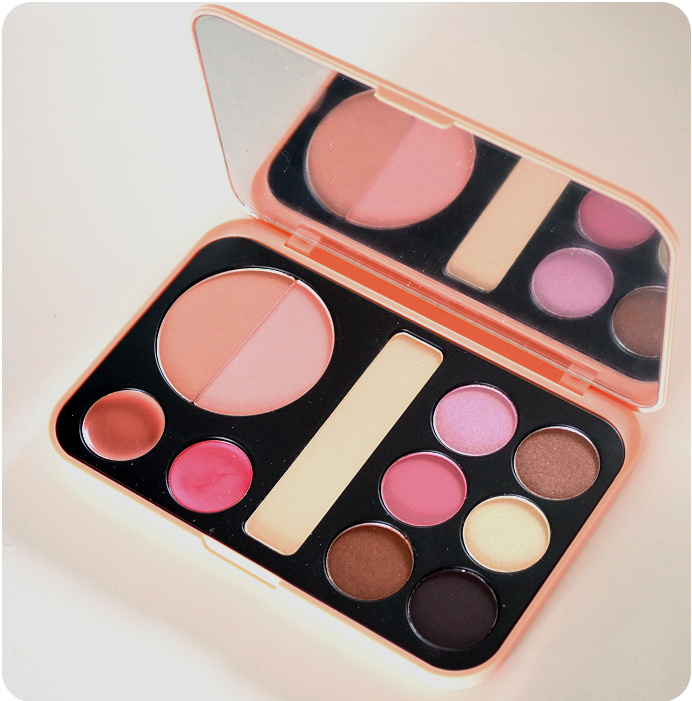 bhcosmetics-forever-nude-palette3.png