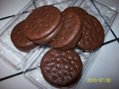 milk chocolate covered sandwich biscuit filled with mallow
