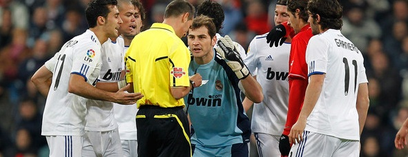 Iker Casillas talking to the refree (Real Madrid - Sevilla)