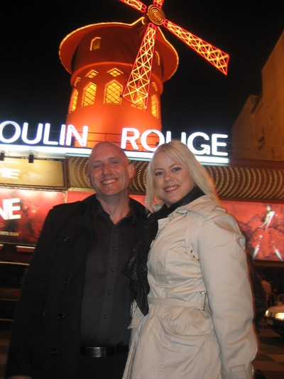 Titti & Leif utanför Moulin Rouge, Paris - April 2010