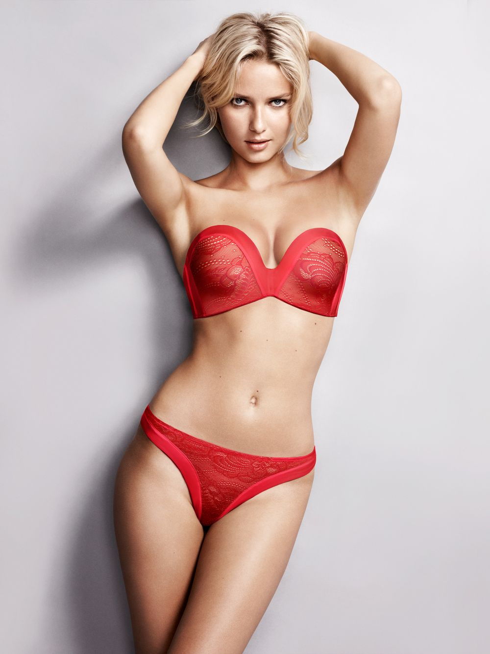 Ultimate Strapless Lace Red by Wonderbra Hipster Valentine s by  evasunderklader.se d7ea7d25c3188
