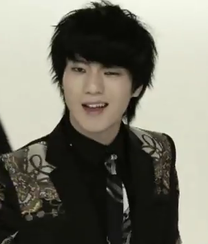 Not exactly like Yesung but it gives a Yesung feeling from Mr Simple ... Eunhyuk 2012 Black Hair