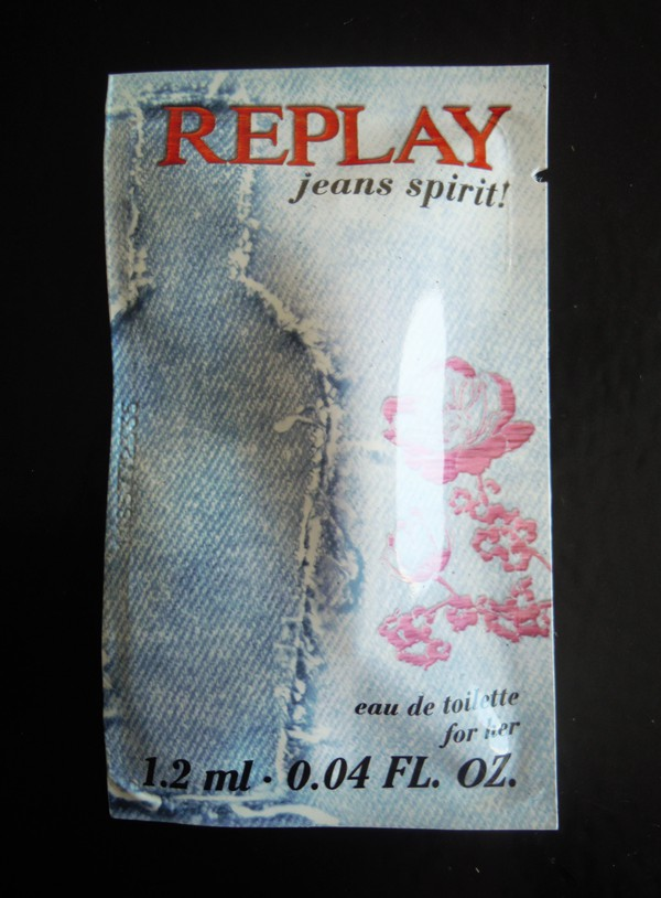 Glossybox april replay jeans spirit EdT shower gel