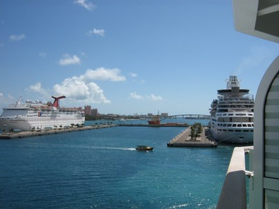 Jewel of the Seas stävar in mot Bahamas