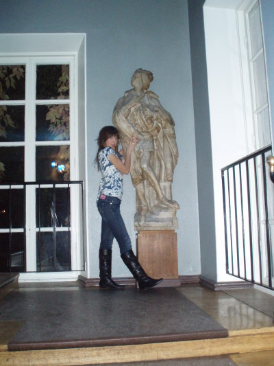 Ivana and the hot statue