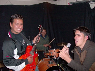 EL GRUPO SIMPHONY OF THE DESTRUCTION