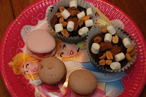Cookie bag med rocky road muffins och macarons